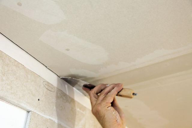 Как правильно шпаклевать потолок из гипсокартона?