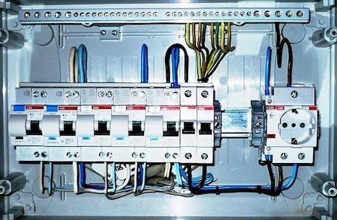 Монтаж и сборка электрощитка: подключение автоматов, схема, расключение электрического щитка