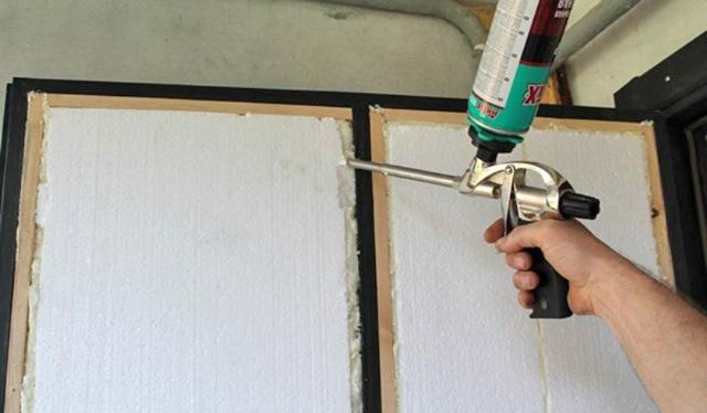 Как утеплить металлическую входную дверь своими руками изнутри в квартире, частном доме