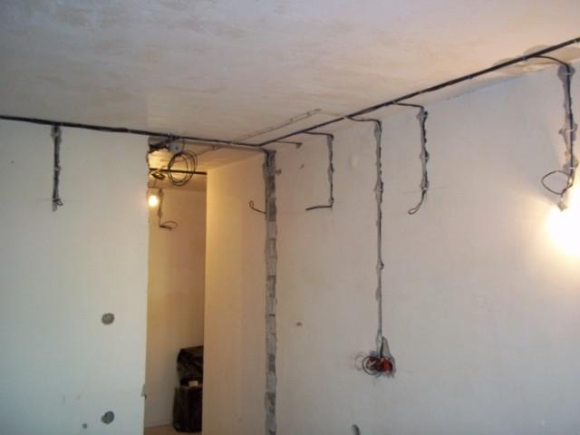 Замена электропроводки в квартире своими руками пошагово: как правильно поменять проводку