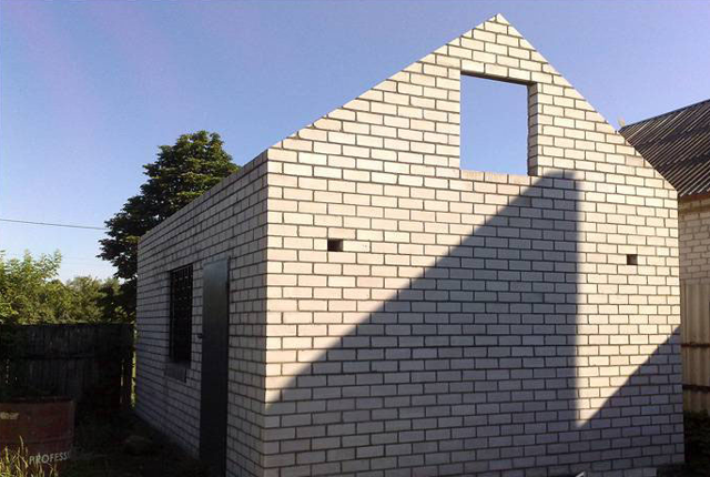 Как сделать фронтон крыши своими руками?