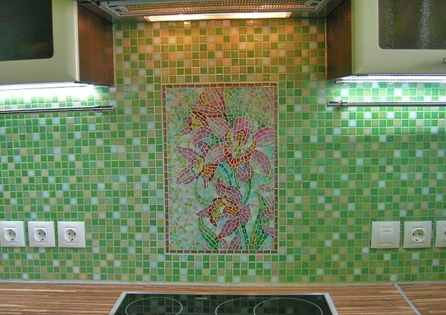 Как класть мозаичную плитку на стену правильно