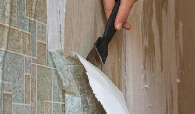 Как снять флизелиновые, виниловые обои со стен?
