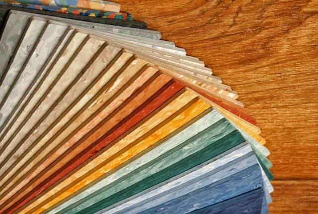 Как правильно постелить линолеум своими руками на деревянный пол