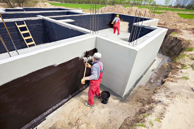 Как сделать гидроизоляцию фундамента своими руками?