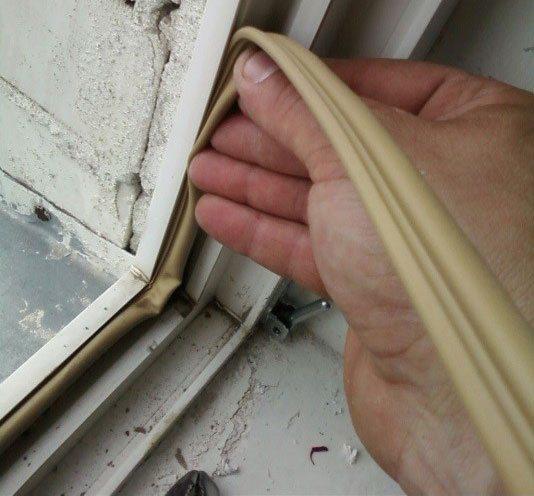 Замена уплотнителей на пластиковых окнах своими руками