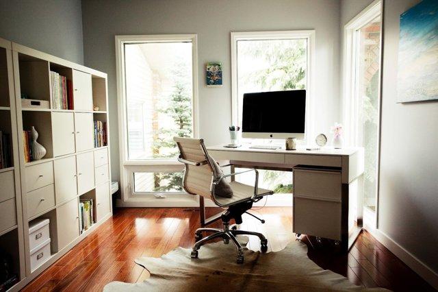 Как сделать рабочее место у окна в квартире своими руками