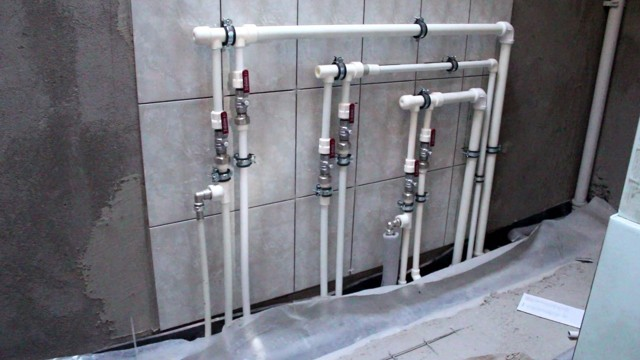 Какие трубы лучше выбрать для водопровода в квартире?