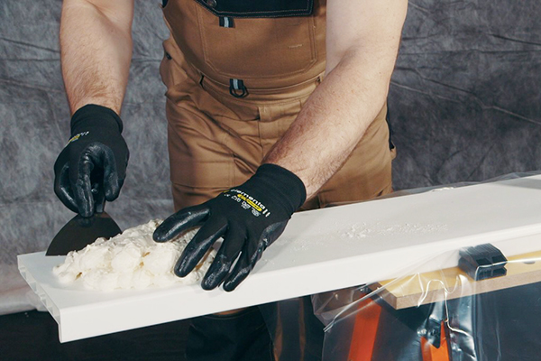 Чем оттереть, убрать и смыть монтажную пену с рук?
