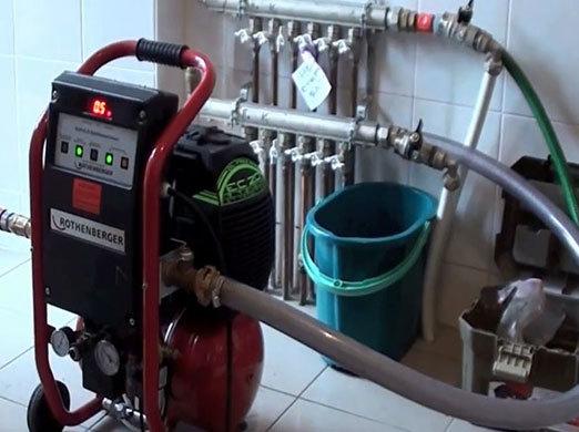 Как правильно сливать воду с батарей отоплнеия