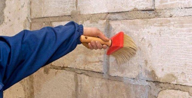 Нужно ли грунтовать стены перед шпаклевкой, какую грунтовку лучше использовать?