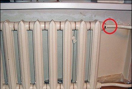 Как и чем замазать трещину, если потекла батарея отопления?