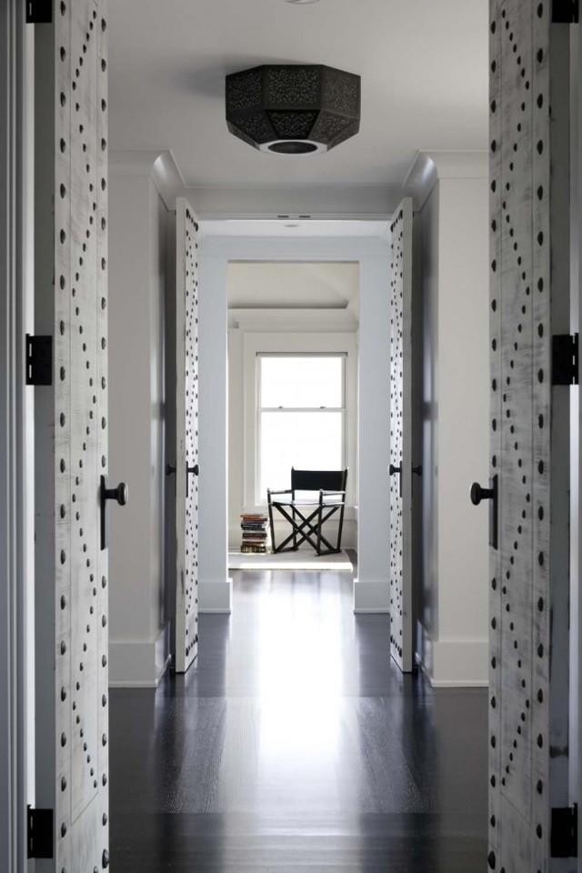 Декор дверей своими руками: оформление, украшение