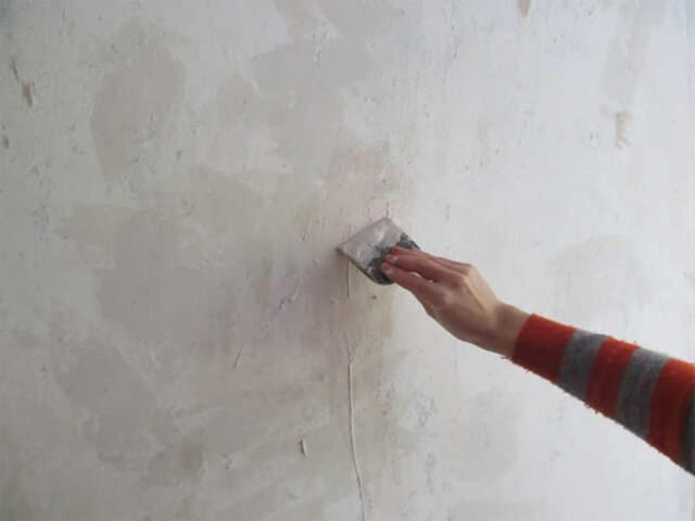 Обработка стен перед поклейкой обоев