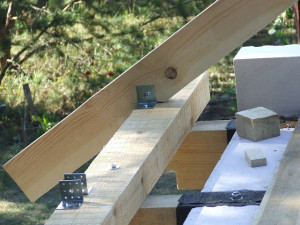 Перекрытие по деревянным балкам: как утеплить, устройство, крепление к стене