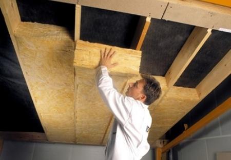 Утепление потолка минватой своими руками, какой слой нужен?