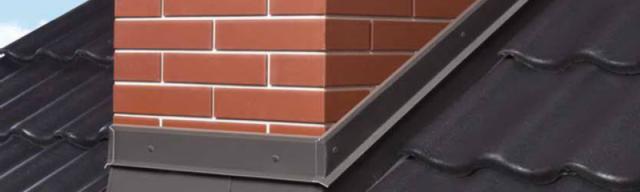 3 самых действенных способа заделать зазор между трубой дымохода и крышей