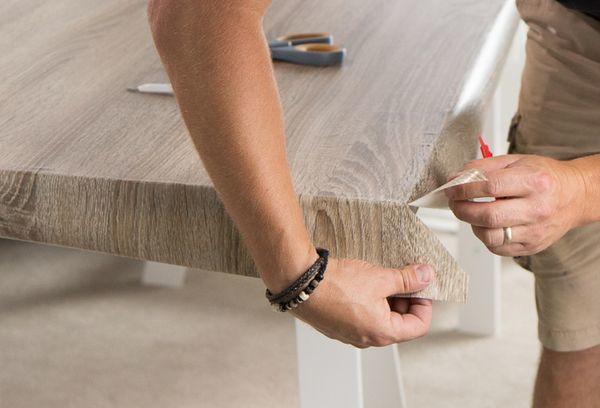 Как правильно клеить самоклеющуюся пленку на мебель без пузырьков?