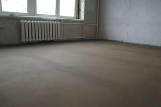 Как и чем правильно залить полы в квартире своими руками?
