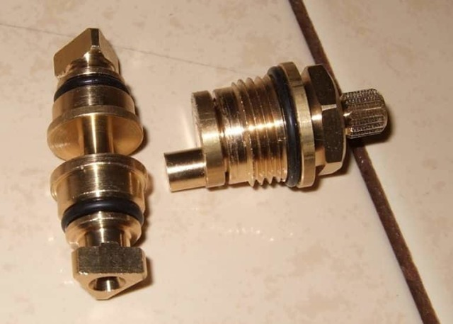Ремонт переключателя душа для смесителя, как разобрать лейку?