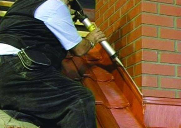 Как правильно закрыть щель между крышей и дымоходом