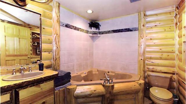 Ванная комната в деревянном доме – как сделать, чем отделать?
