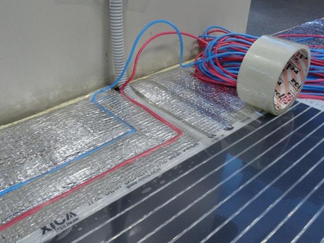 Теплый пол под линолеум: пленочный, электрический, инфракрасный