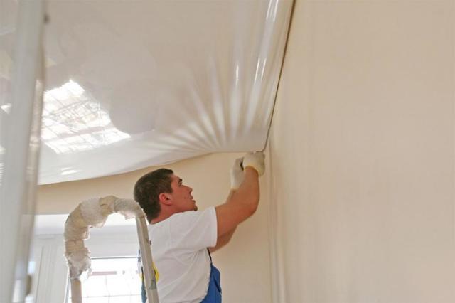 Как натянуть натяжной потолок своими руками