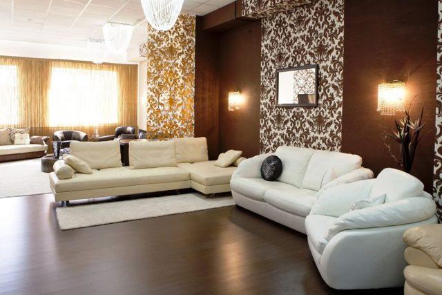 Как правильно скомбинировать обои в гостиной, интерьере: варианты комбинации