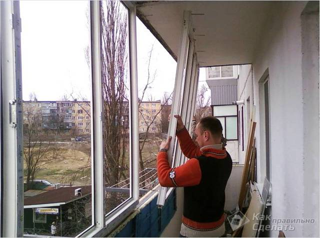 Как застеклить балкон своими руками в квартире