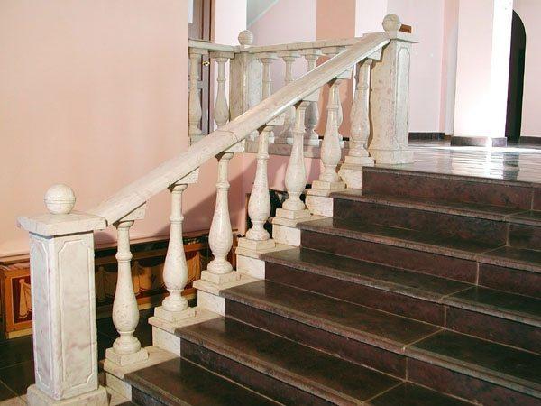Перила для лестниц из металла, дерева своими руками