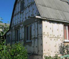 Утепление стен частного дома снаружи своими руками: материалы и порядок выполнения работы