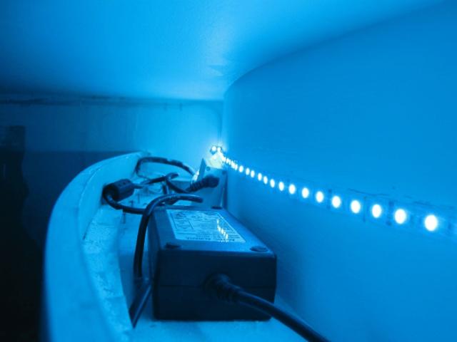 Как сделать светодиодную подсветку натяжного потолка?