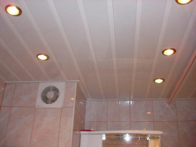 Как сделать потолок из пластиковых панелей: монтаж своими руками