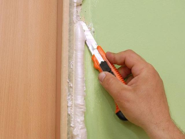 Чем оттереть, отмыть и очистить монтажную пену с двери если она засохла?