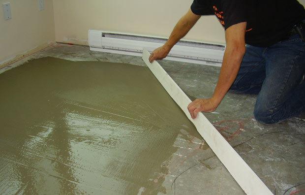 Как правильно постелить линолеум на бетонный пол своими руками