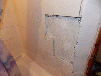 Как и чем приклеить отвалившуюся плитку в ванной?