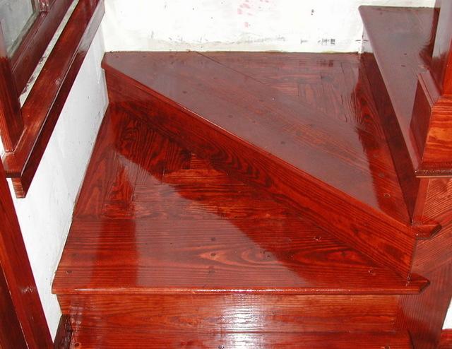 Как покрыть лаком деревянную поверхность в домашних условиях?