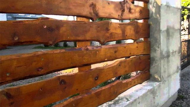 Забор из необрезной доски своими руками