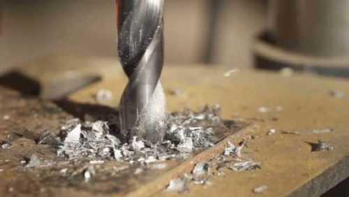 Сверление отверстий в металле большого и малого диаметра: как правильно делать?