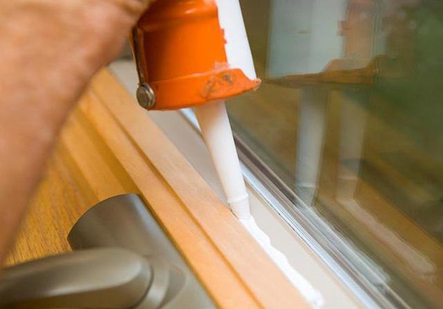 Герметик для пластиковых окон (белый, силиконовый): какой лучше?