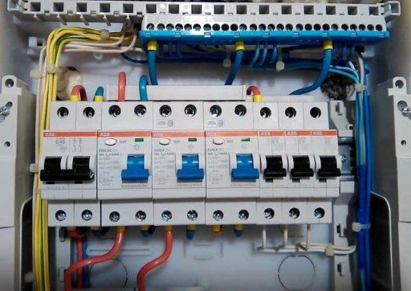 УЗО: как работает, устройство, выбор по мощности в квартиру, частный дом