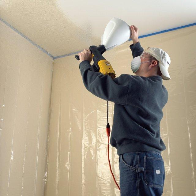 Правильная покраска потолка водоэмульсионной краской: валиком, краскопультом