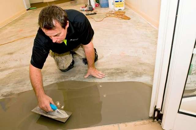 Как выровнять деревянный или бетонный пол в квартире своими руками под плитку, линолеум
