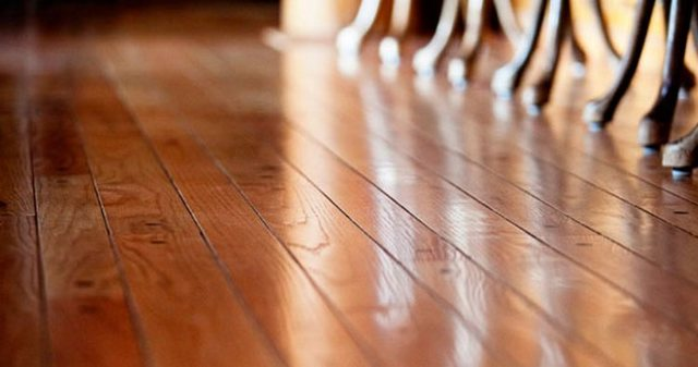 Как выровнять деревянный пол в доме?