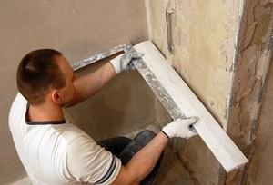 Как выровнять углы стен перфорированным углом, штукатуркой