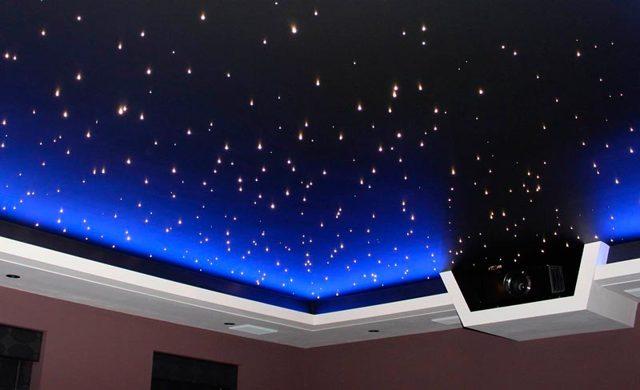 Какой натяжной потолок лучше выбрать в комнату?