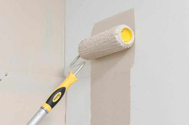 Выбор валика для покраски стен водоэмульсионной краской