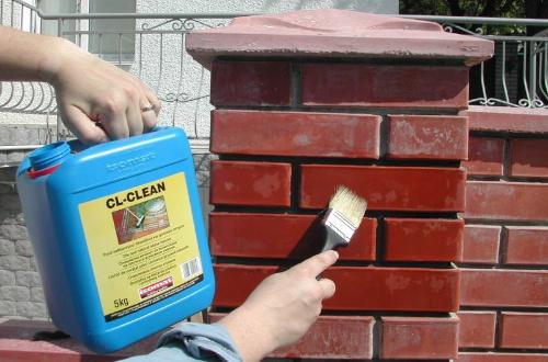 Высолы на кирпиче: как быстро убрать выделения со стен