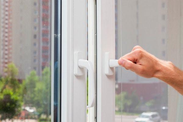 Не закрывается пластиковое окно: ремонт своими руками, как починить стеклопакет, фурнитуру